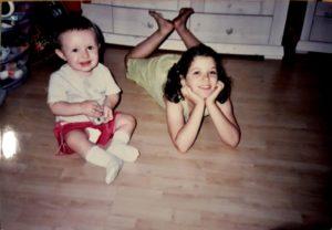 תמונת ילדות, תרין ואביגיל שלפי - אחותה
