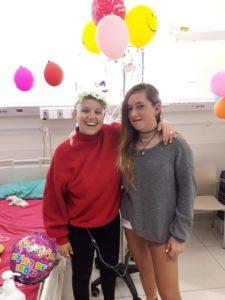 תרין ואביגיל שלפי - אחותה, מסיבת יום הולדת 23 במחלקה האונקולוגית, איכילוב