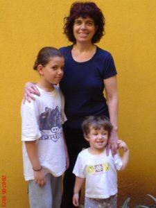 תרין עם אמה ורדית ואחותה אביגיל